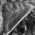 Kunstpelz-Decke in schwarzer Felloptik - 104427700000 - 3 - 140px